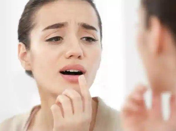 Merk Lipstik Terbaik Untuk Bibir Kering